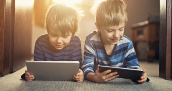 Little boys using digital tablets © Imgorthand/GettyImages