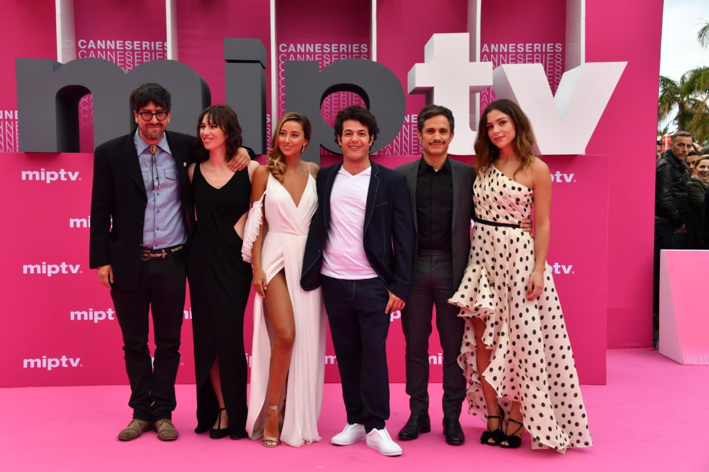 CANNESERIES Pink Carpet Aqui en la Terra cast and crew