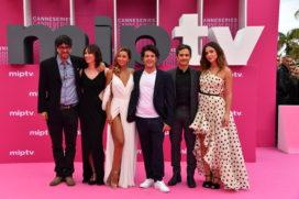 CANNESERIES Pink Carpet Aqui en la Terra cast and crew